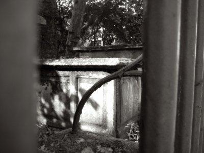 I004_crypt.jpg