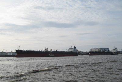 I018_Oil_tankers.jpg