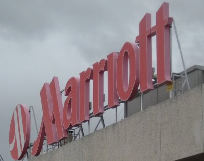 Marriott_Hotel_Sign.jpg