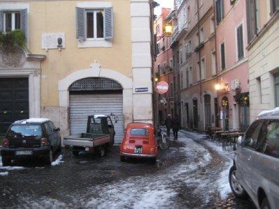 Snow_in_Ro..red_car.jpg