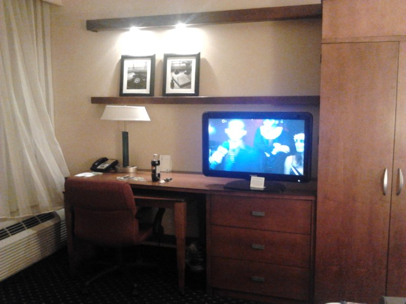 Workspace in King Room at Courtyard Hamilton, Courtyard Marriott