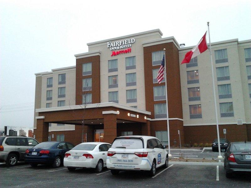 Fairfield Inn & Suites Toronto Mississauga Hotel Exterior