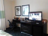 Fairfield Inn & Suites Toronto Mississauga desk
