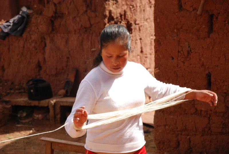 Mayra spinning the wool