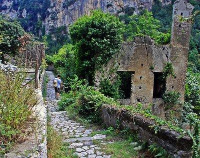 hike_stone.._amalfi.jpg