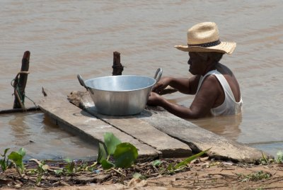 Pantanal women use the river to cook and clean.