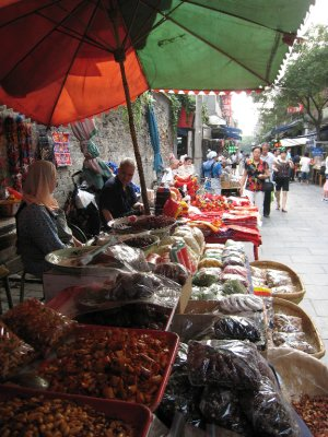 Xi'an has an active Muslim quarter with restaurants and nick knack shops.