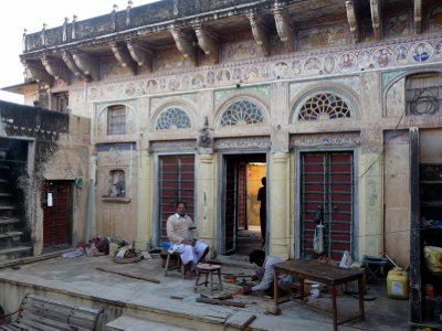 Family_home_in_Haveli.jpg