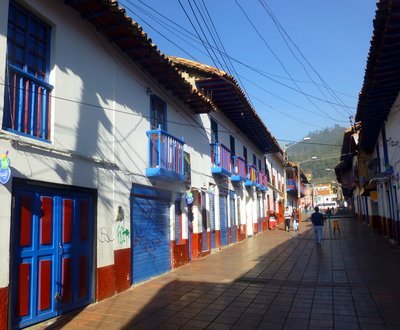Houses_in_Zipaquira.jpg