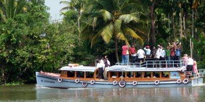 Kerala_party_boat.jpg