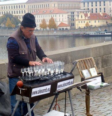 Musician_o..rles_Bridge.jpg
