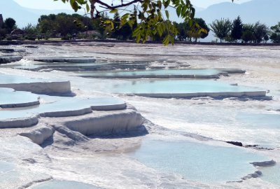 Pools_at_Pamukkale.jpg