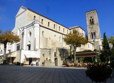 Ravello_central_square.jpg
