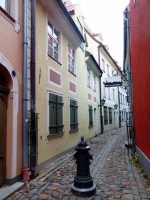 Side_street_Riga.jpg