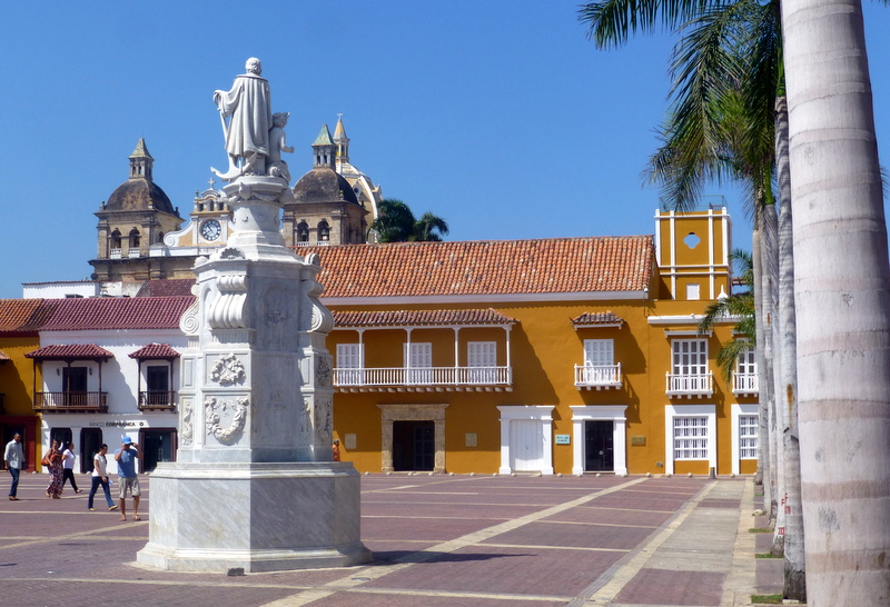 large_City_square_cartagena.jpg