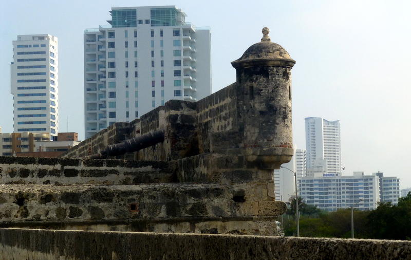 large_City_wall_Cartagena.jpg