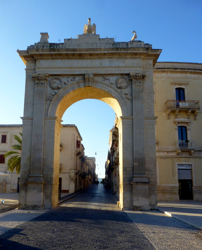 large_Entrance_to_Noto.jpg
