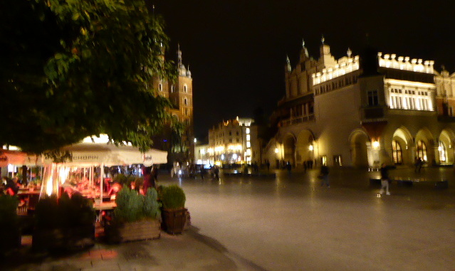 large_Krakow_at_night.jpg