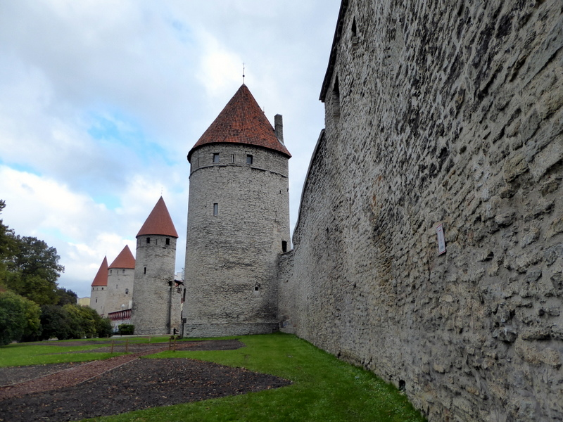 large_Medieval_walls.jpg