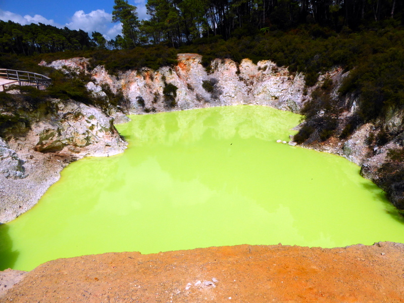 large_Sulphur_pool.jpg