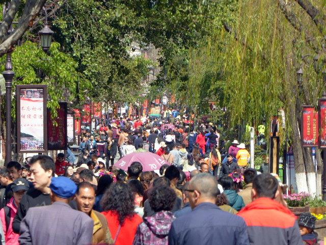 large_The_Sunday_Crowds.jpg
