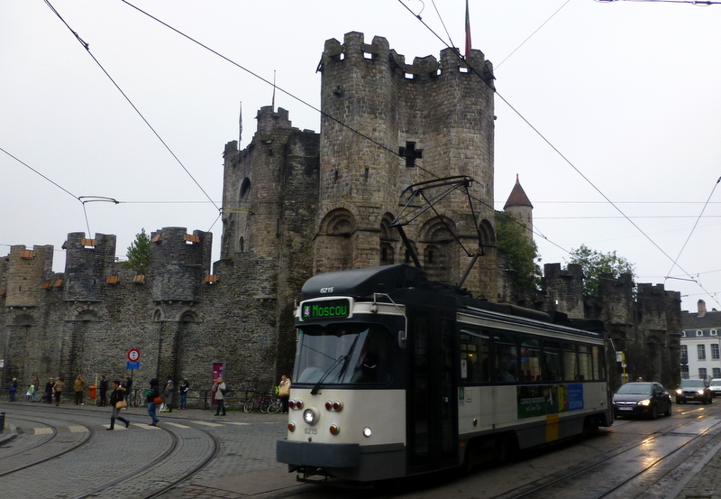 large_Tram_in_front_of_castle.jpg