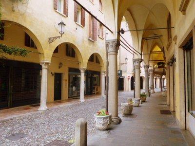 street_in_Padova.jpg