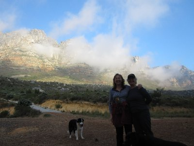 Sandi, Dalene and Guiness with the Twelve Apostles in the background