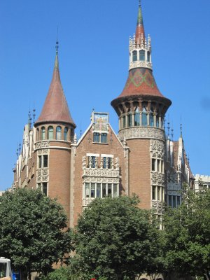 An un-named but attractive old building in central Barcelona.
