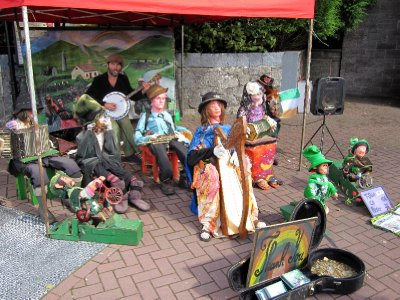 A quaint version of a traditional Irish gig! Each mechanised puppet played a different instrument.