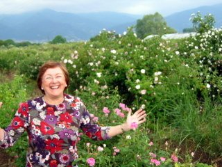 Sandi in ecstacy in the rose fields