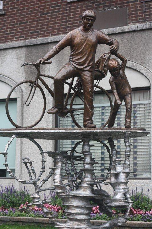 Sculpture, Boulevard de Maisonneuve Est, Montreal