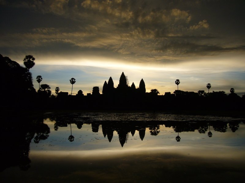 Angkor mirrored