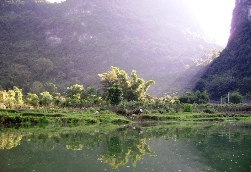 Farmers on the Yulong River near Yangshou