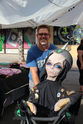 Curt with alien