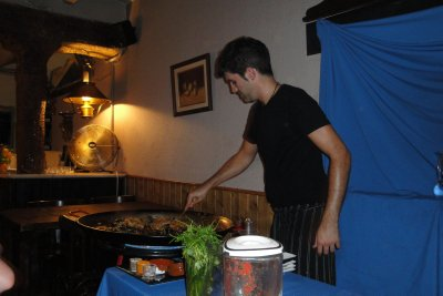 Argentinean teaching us to make Paella