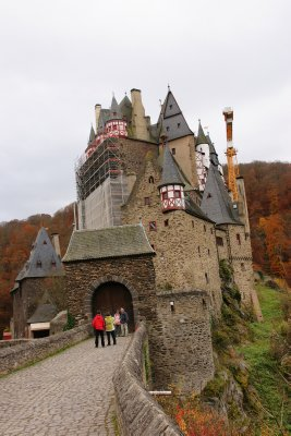 entrance to Burg Eltz