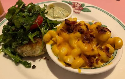 crab cake with macaroni and cheese