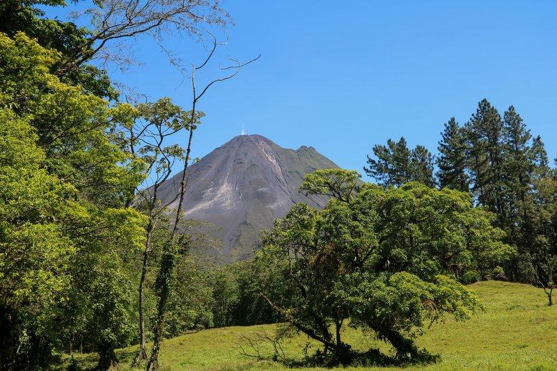large_Arenal_vie..iking_trail.jpg