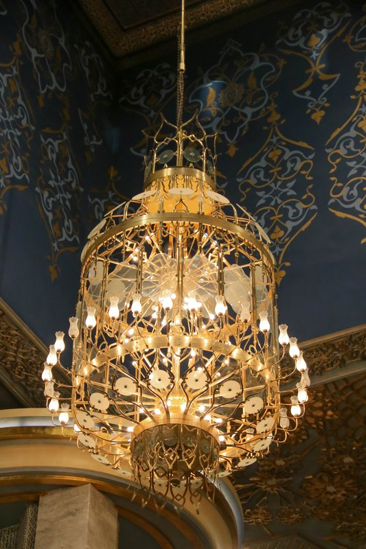 large_Grand_Mosque_chandelier.jpg
