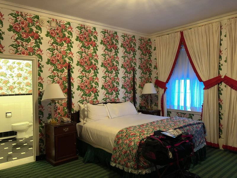 large_Greenbrier_room.jpg