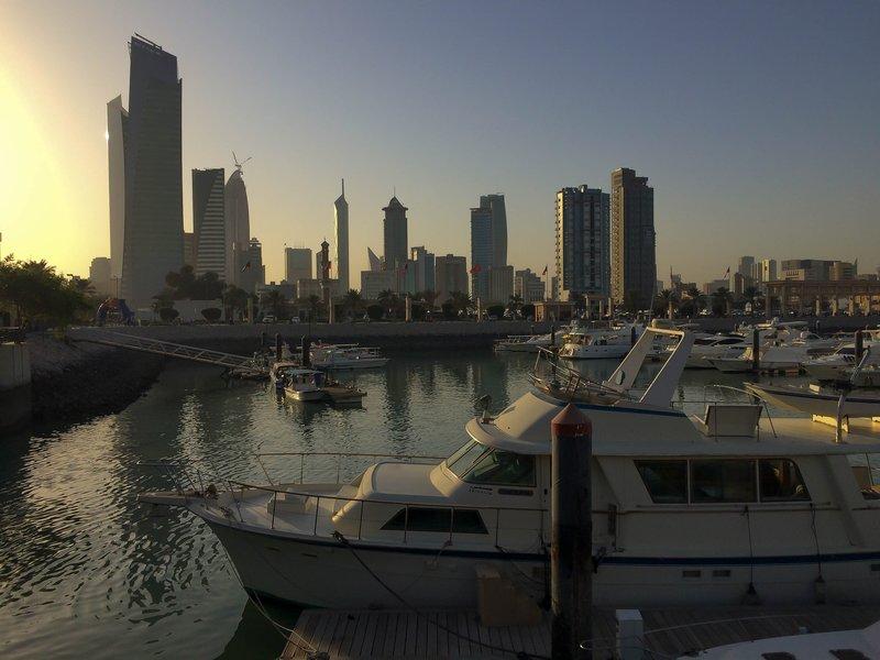 large_Sun_coming..kuwait_city.jpg