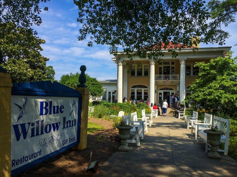large_blue_willow_inn__1_of_1_.jpg