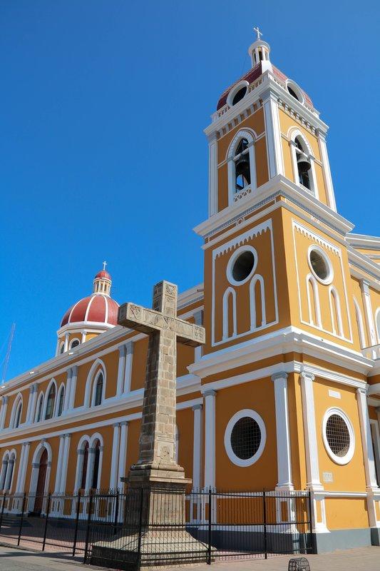 large_church_in_granada.jpg