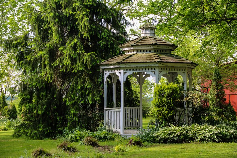 large_gazebo_at_..ll__1_of_1_.jpg