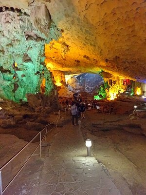 1_14253283..de-the-cave.jpg