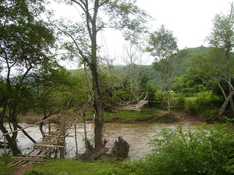 1086 Laos Lam Nam Tha - Nalan Village bridge