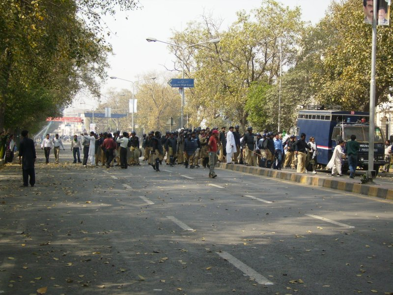 321 Pakistan Lahore - people arrested