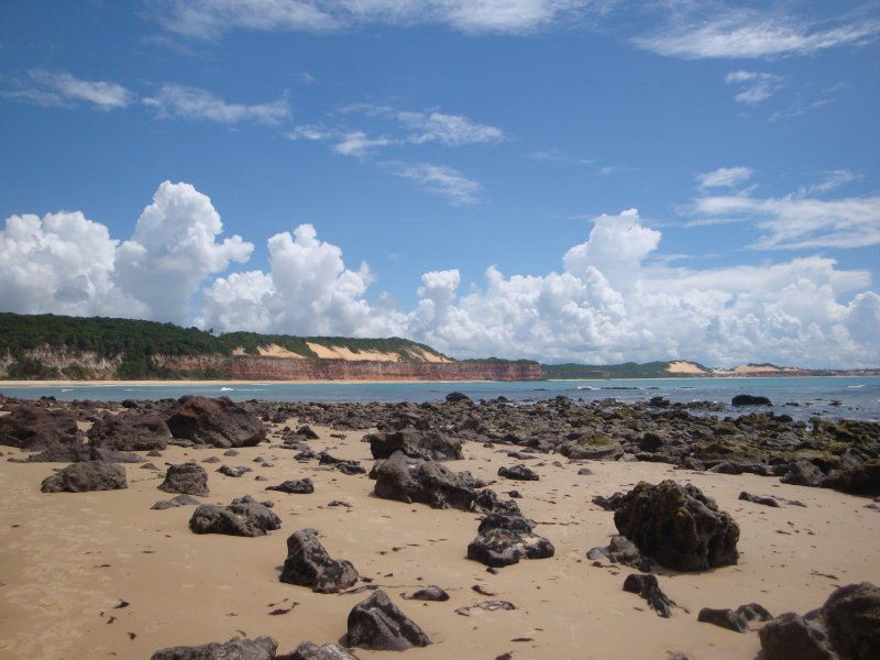 Walking to Praia de Golfinhos