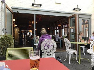 Pinto Lounge